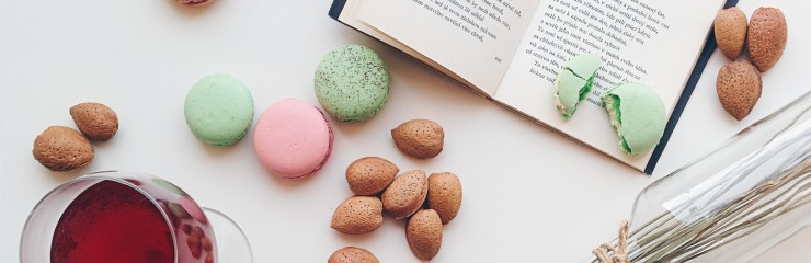 foodiesfeed.com_macarons-drink-book